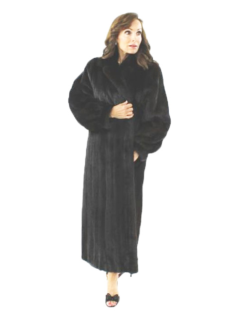 Stunning Classically Styled Ranch Female Mink Fur Coat