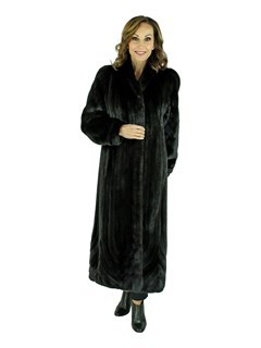 Woman's Ranch Female Mink Fur Coat with Diagonal Cut Sleeves and Directional Body