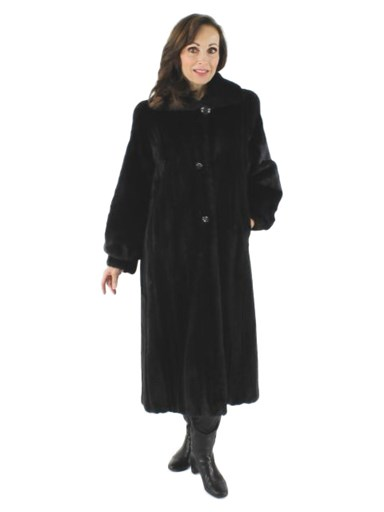 Classically Styled Sweeping Ranch Mink Fur Coat