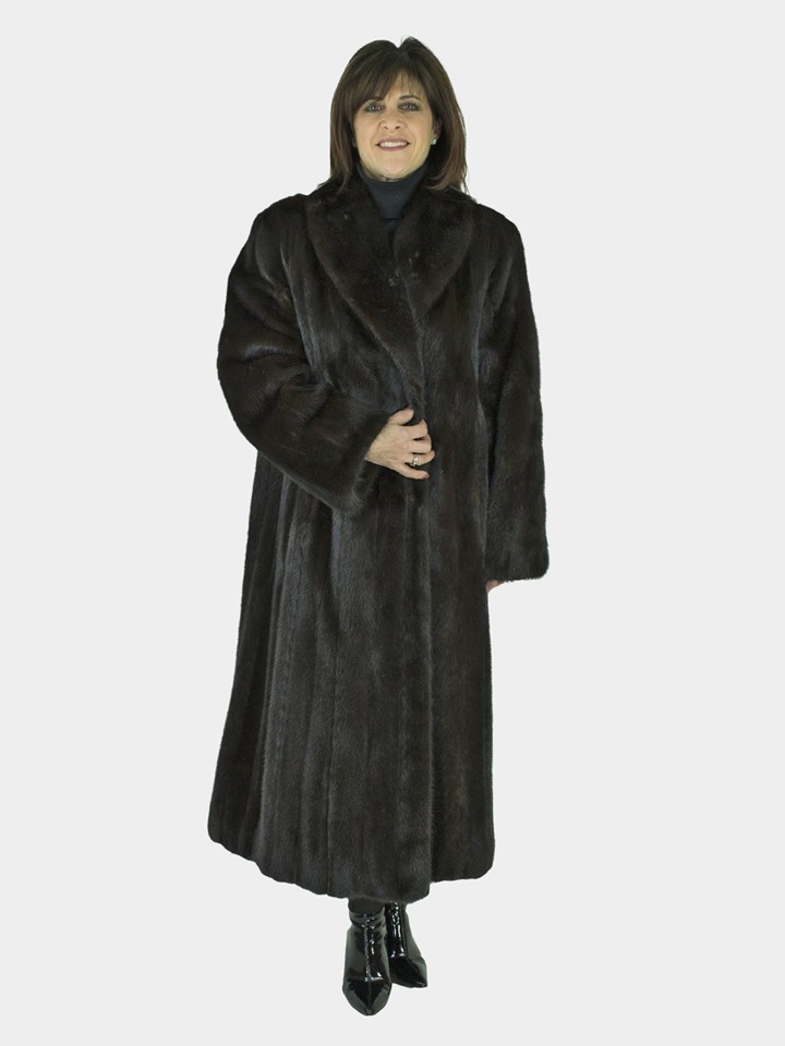 946fa518a08 Woman s Ranch Mink Fur Coat (Size  Womens 16)